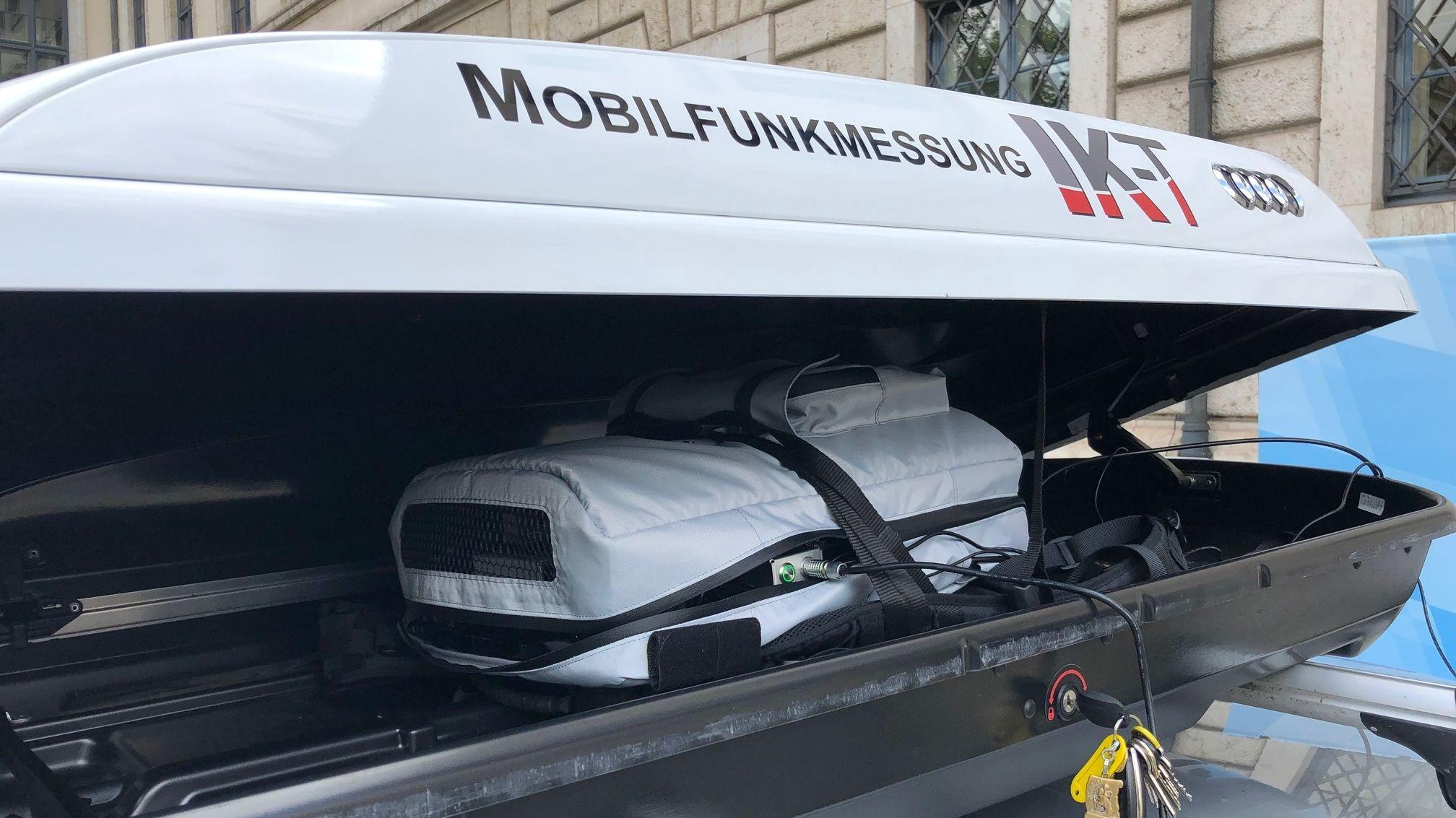 Die Dachbox ist vollgepackt mit Technik, um LTE-Funklöcher aufzuspüren
