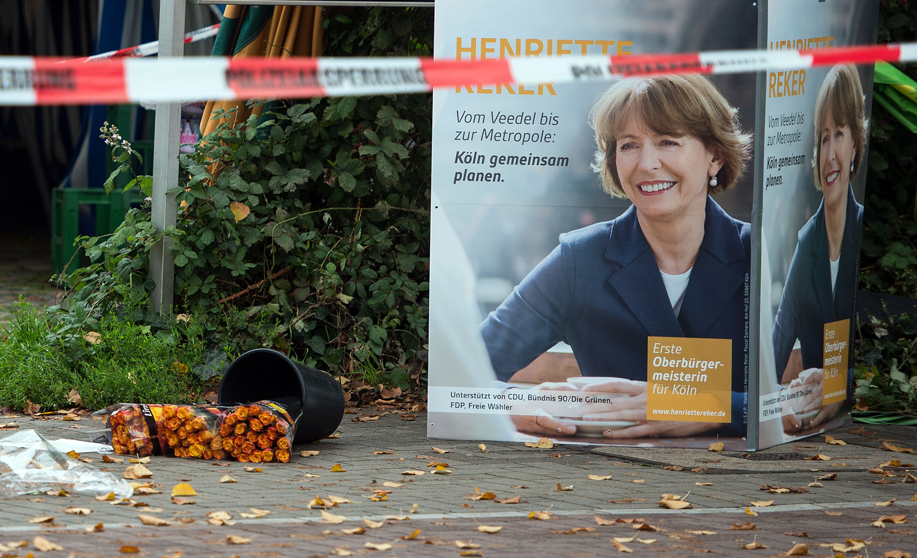 Archiv: Henriette Reker wurde am 17.10.2015 in Köln von einem Rechtsextremen mit einem Messer angegriffen und lebensgefährlich verletzt.