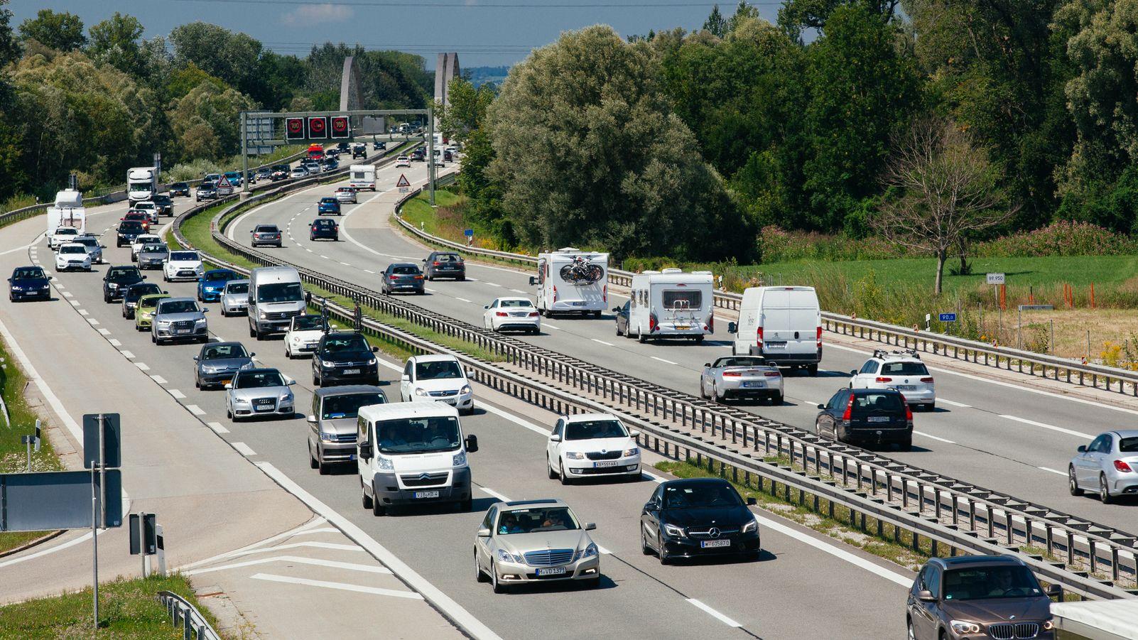 Reiseverkehr auf der A8 (Archivbild)