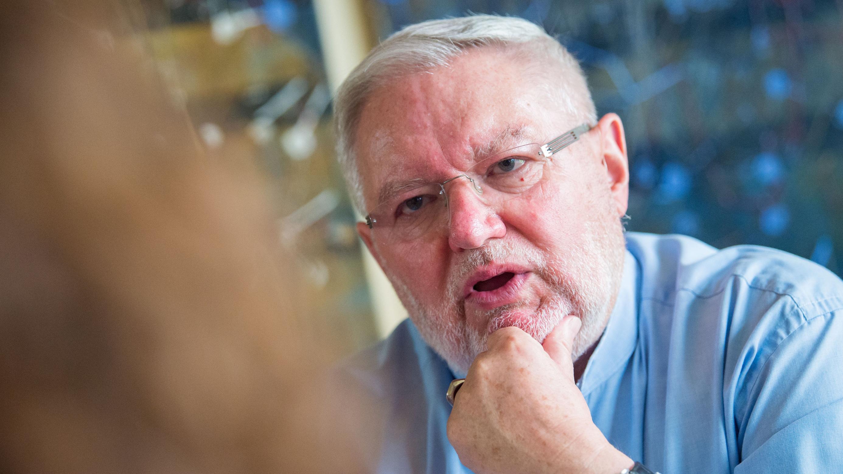 Anselm Bilgri, ehemaliger Benediktinermönch, bei einem Interviewtermin