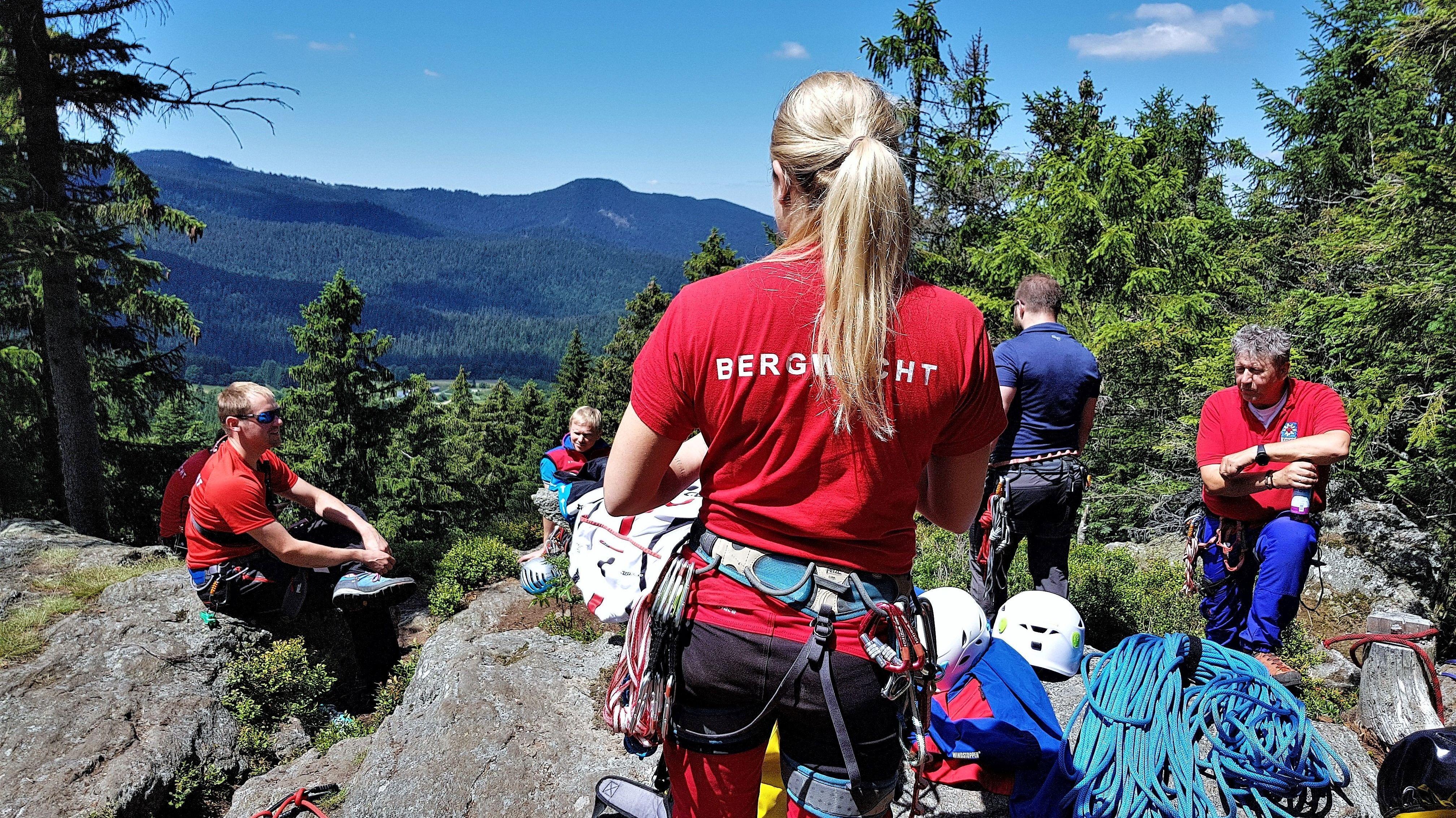 Die Zahlen der beiden Eingangstests (Sommer und Winter) bei der Ausbildung der Bergwacht, lagen 2018 bei 67 bzw. 57 Teilnehmern.
