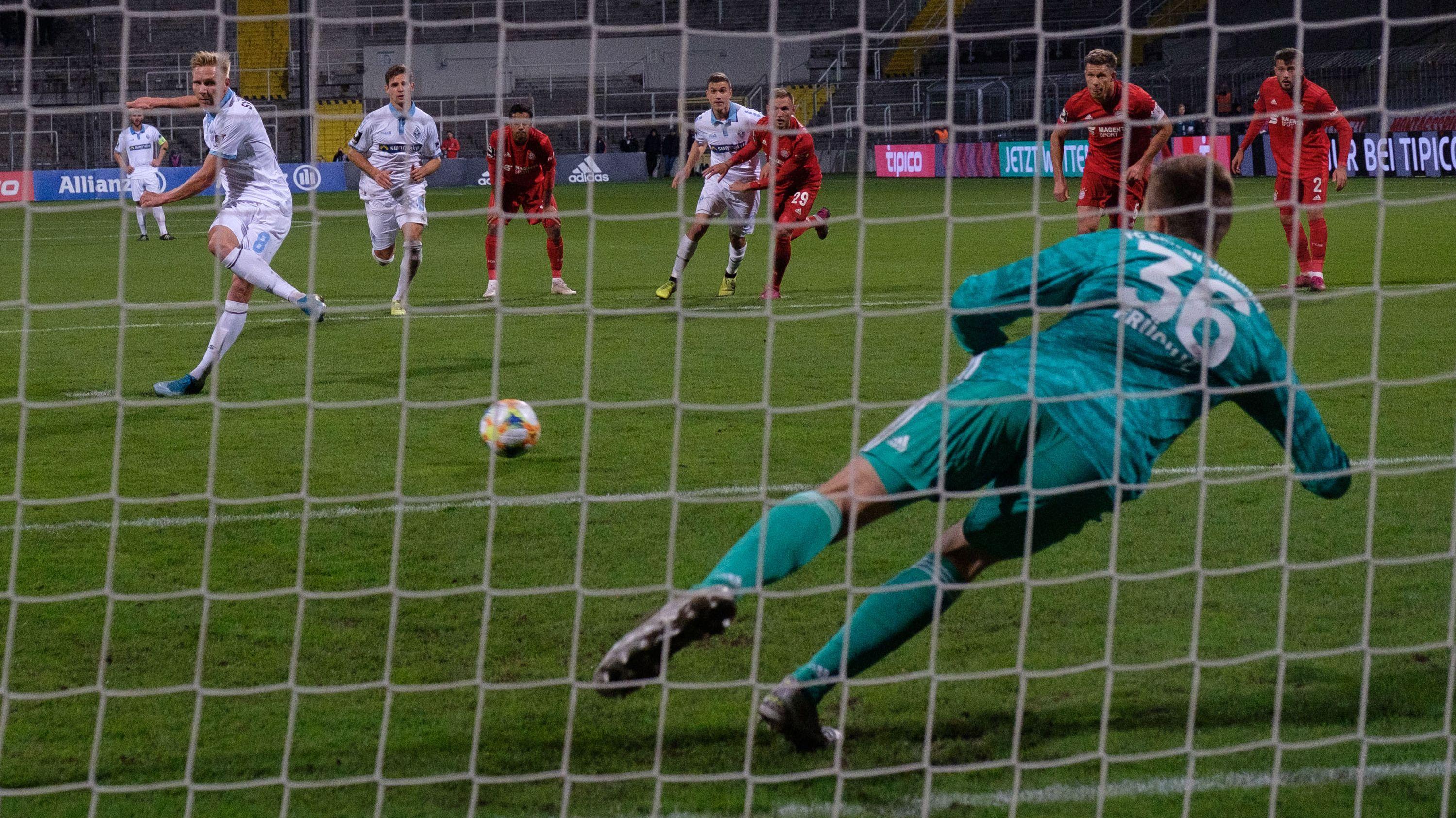 Spielszene FC Bayern München II - Waldhof Mannheim