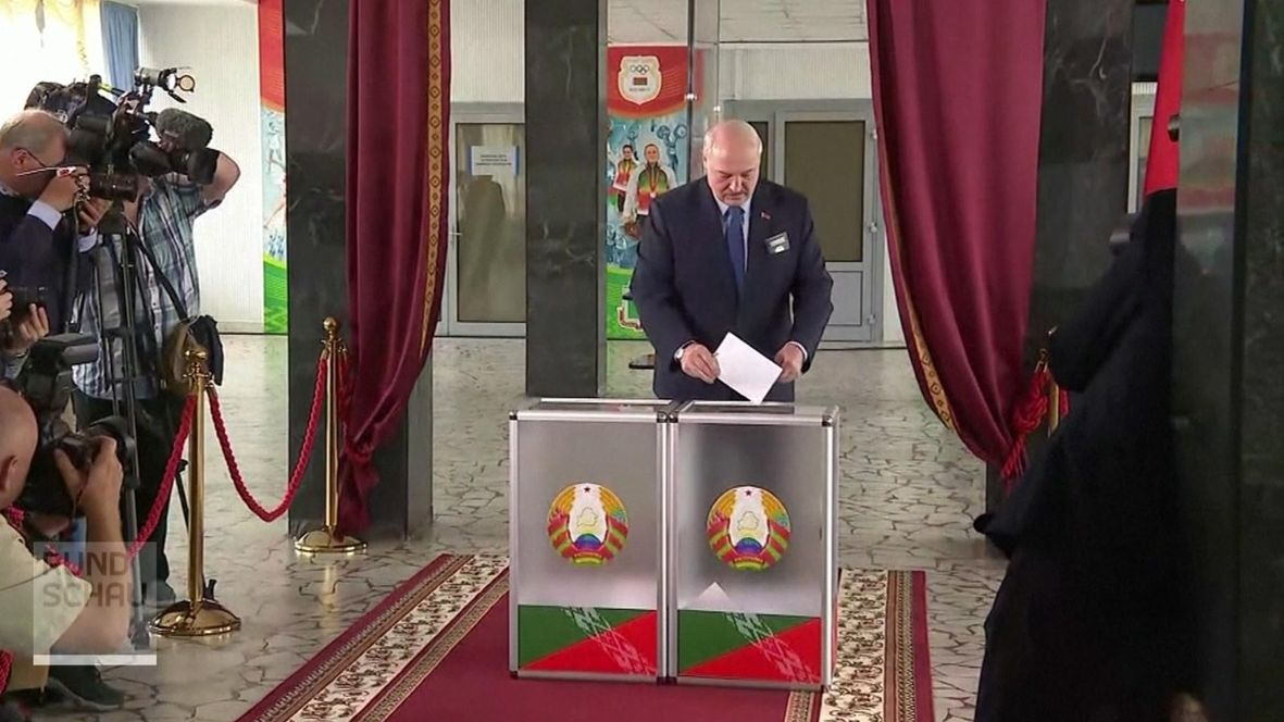Wahlen in Weißrussland: Lukaschenko bei der Stimmabgabe
