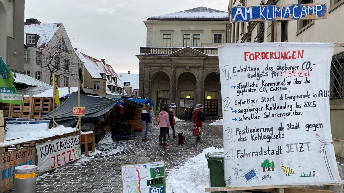 Klimacamp in Augsburg: Eisiger Protest, der provoziert
