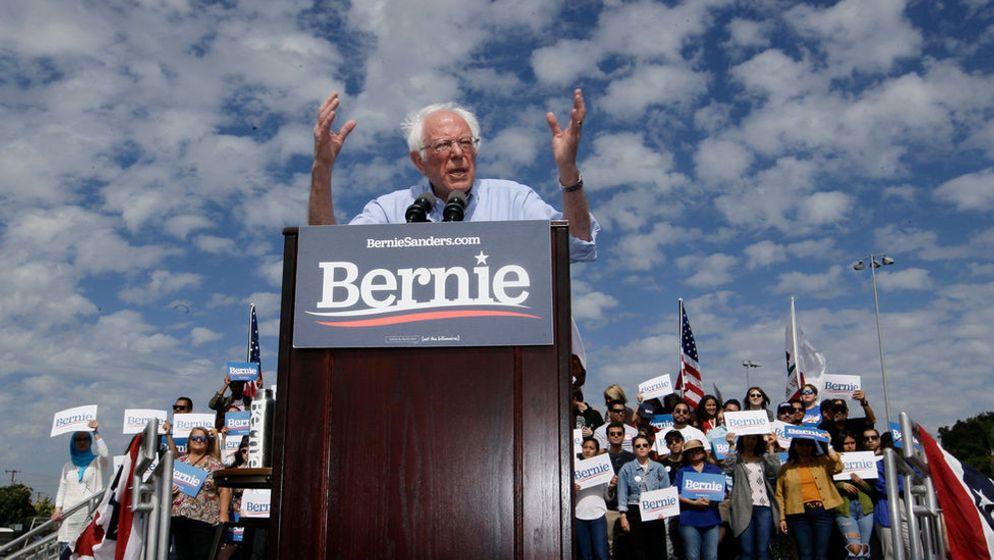 Bernie Sanders, einer der Präsidentschaftskandidaten der Demokraten bei einem Wahlkampfauftritt. | Bild:dpa-Bildfunk / Damian Dovarganes
