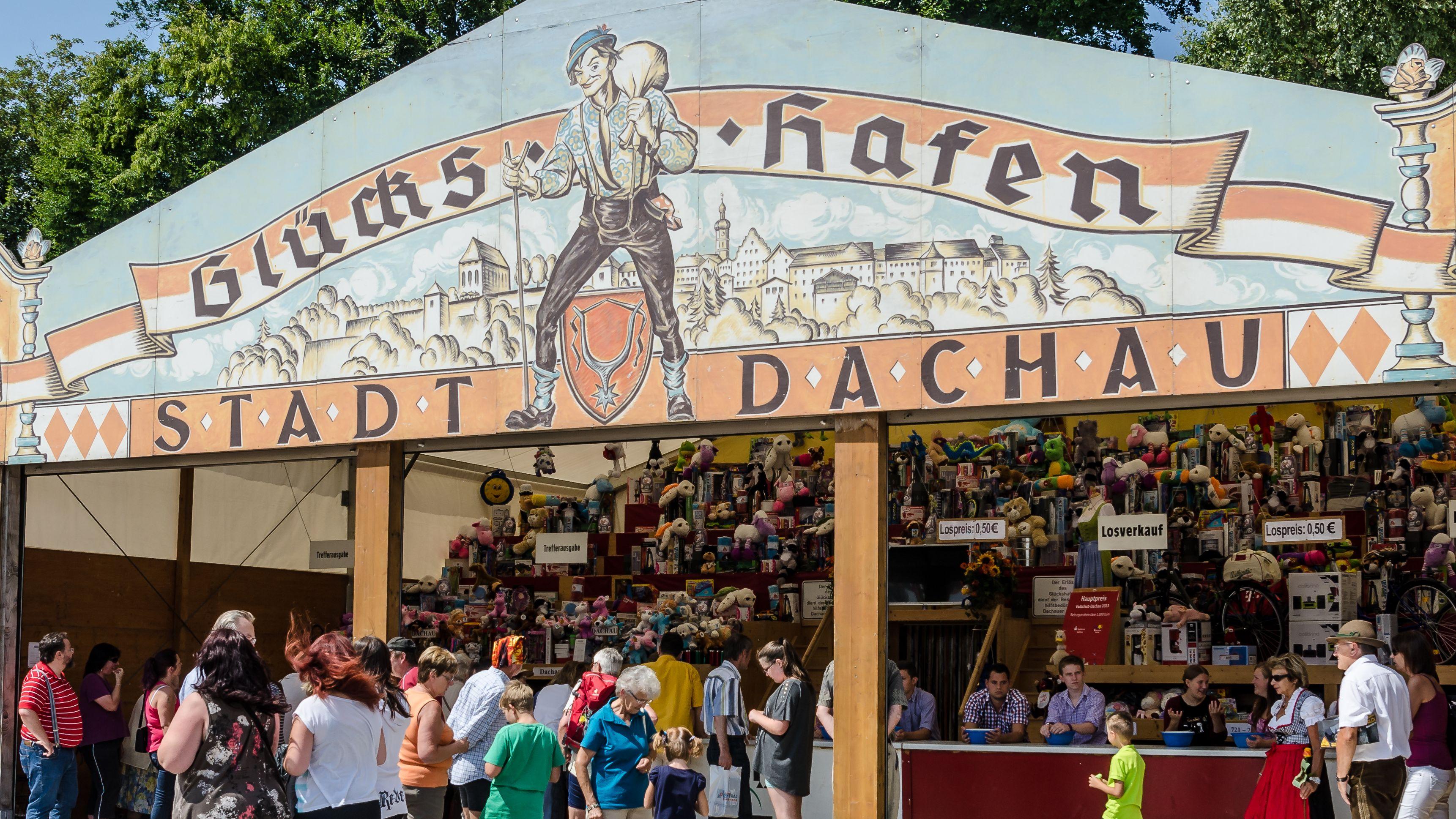 Der Glückshafen auf dem Dachauer Volksfest (Archivbild)