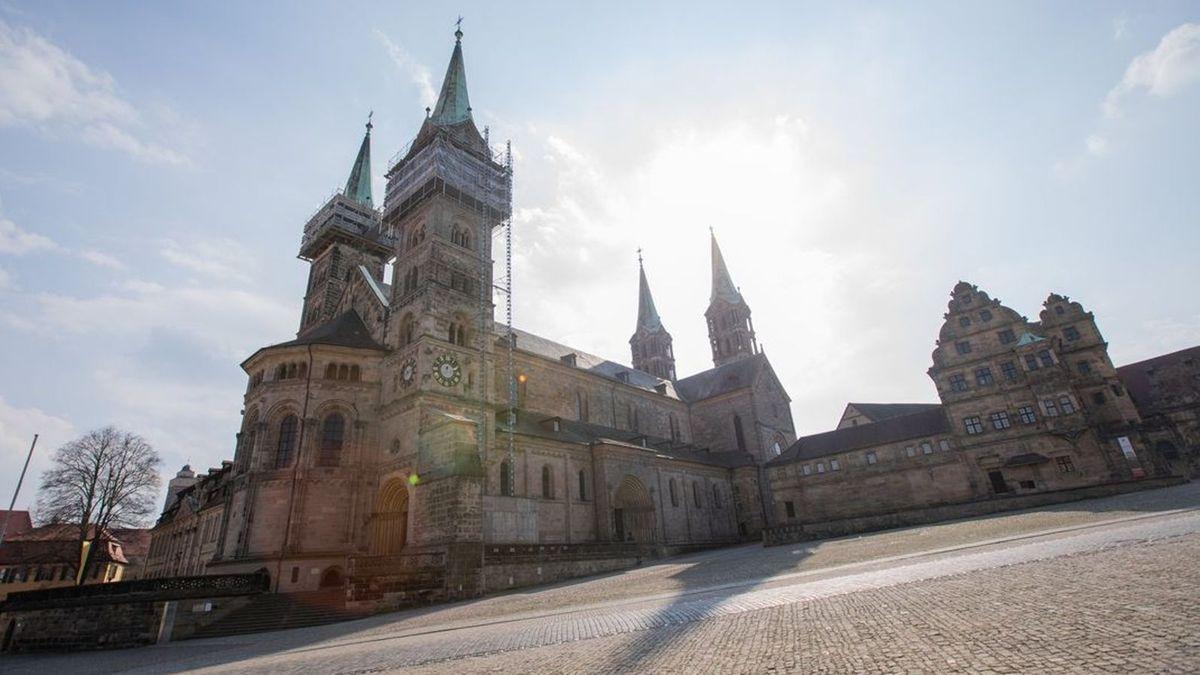Blick auf den Bamberger Dom bei Sonnenschein.