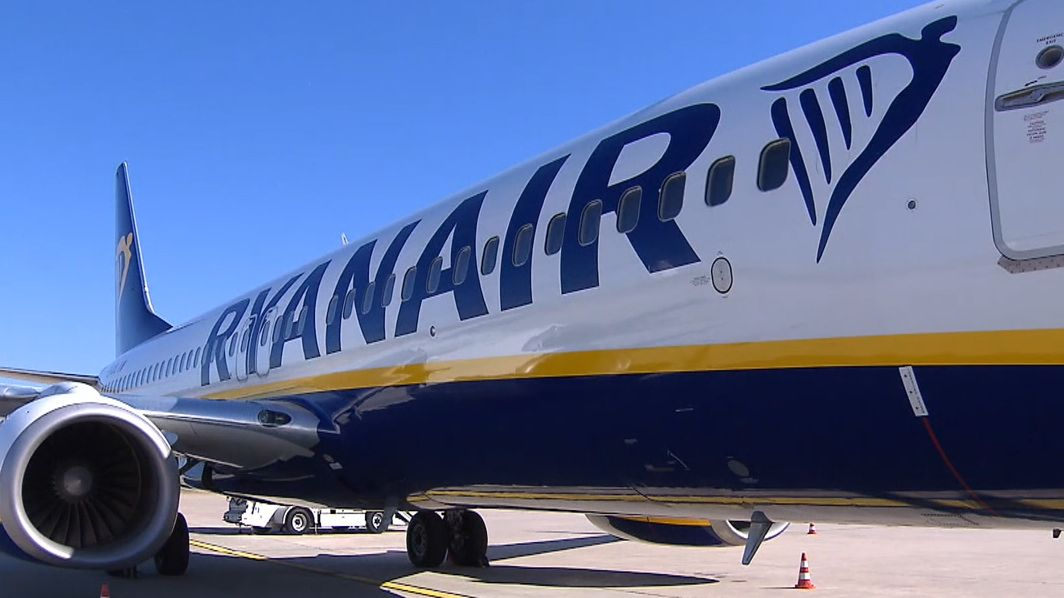 Ryanair-Maschine am Nürnberger Flughafen