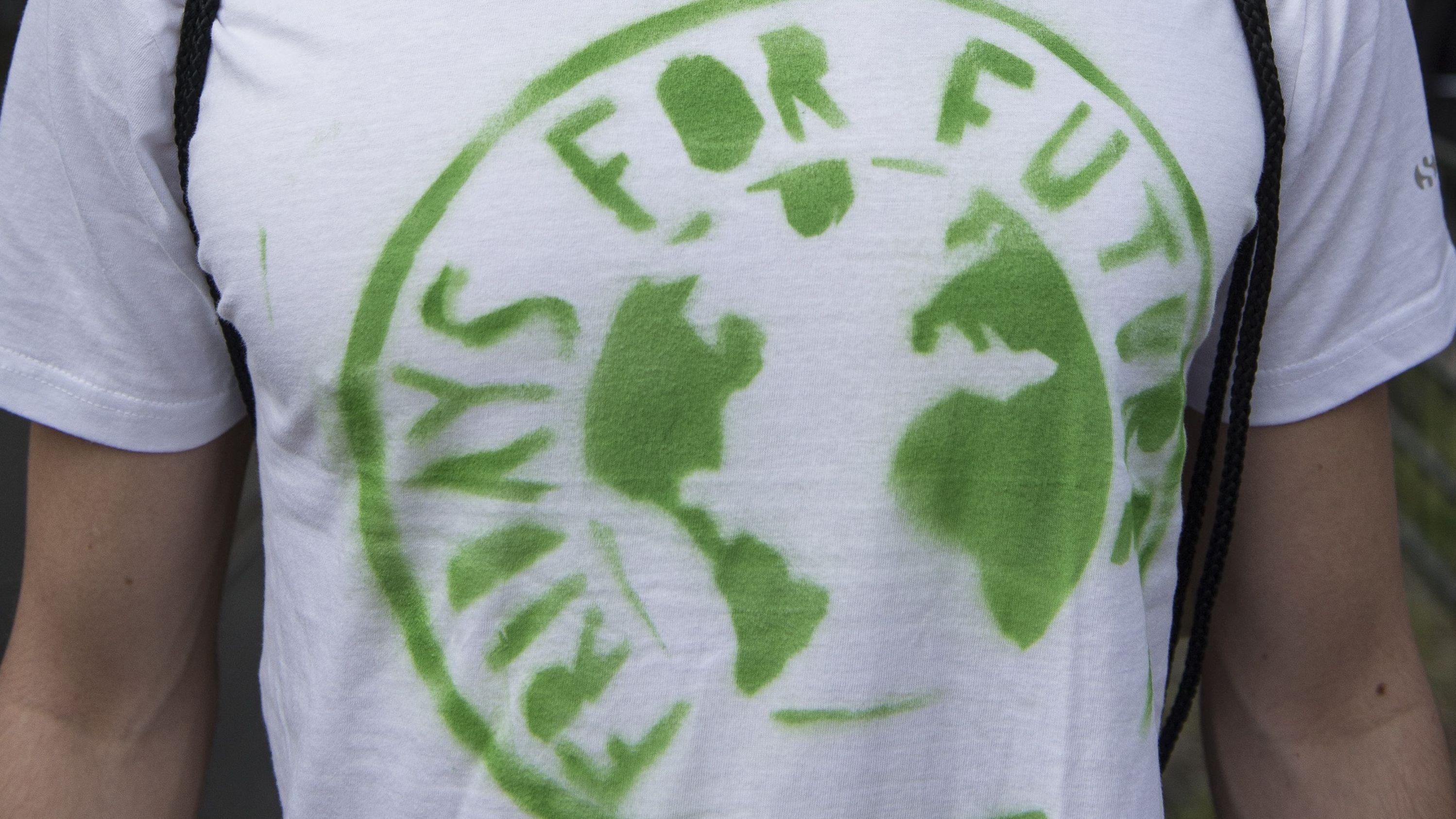 "Aktivist mit ""Fridays for Future""-Shirt"