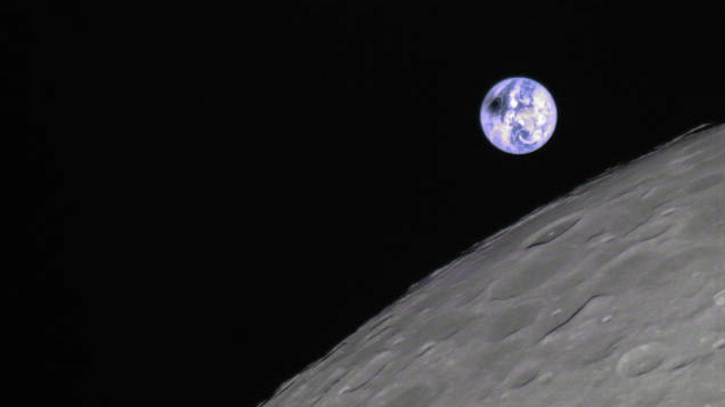 Sonnenfinsternis aus der Mondperspektive, aufgenommen vom chinesischen Satelliten Longjiang 2