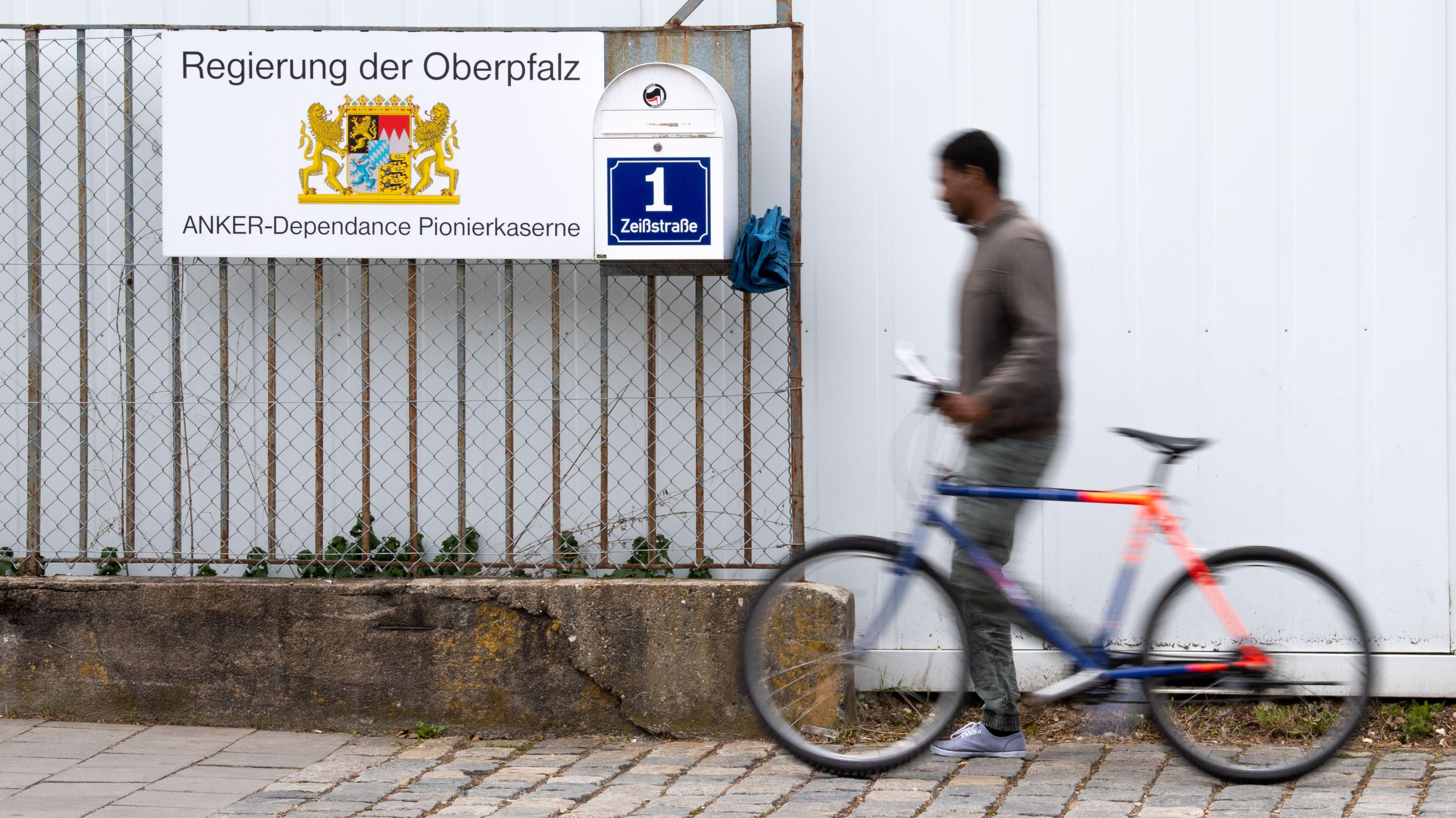 Das Ankerzentrum in der Zeißstraße im Osten von Regensburg: Hier war es am Samstag zu Ausschreitungen gekommen.