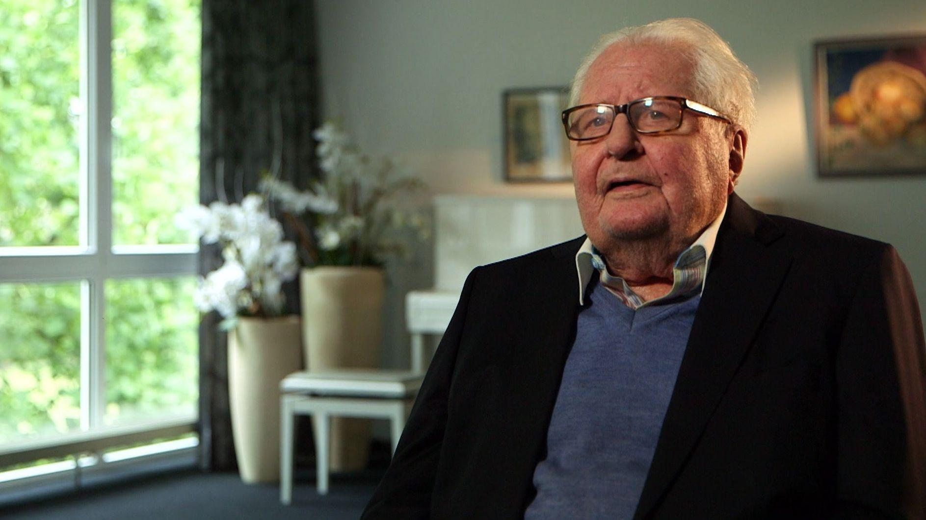 Hans-Jochen Vogel, der ehemalige Oberbürgermeister von München ist einer der letzten Zeitzeugen, der sich noch genau an die Zeit erinnern kann, als der Zweite Weltkrieg ausbrach.