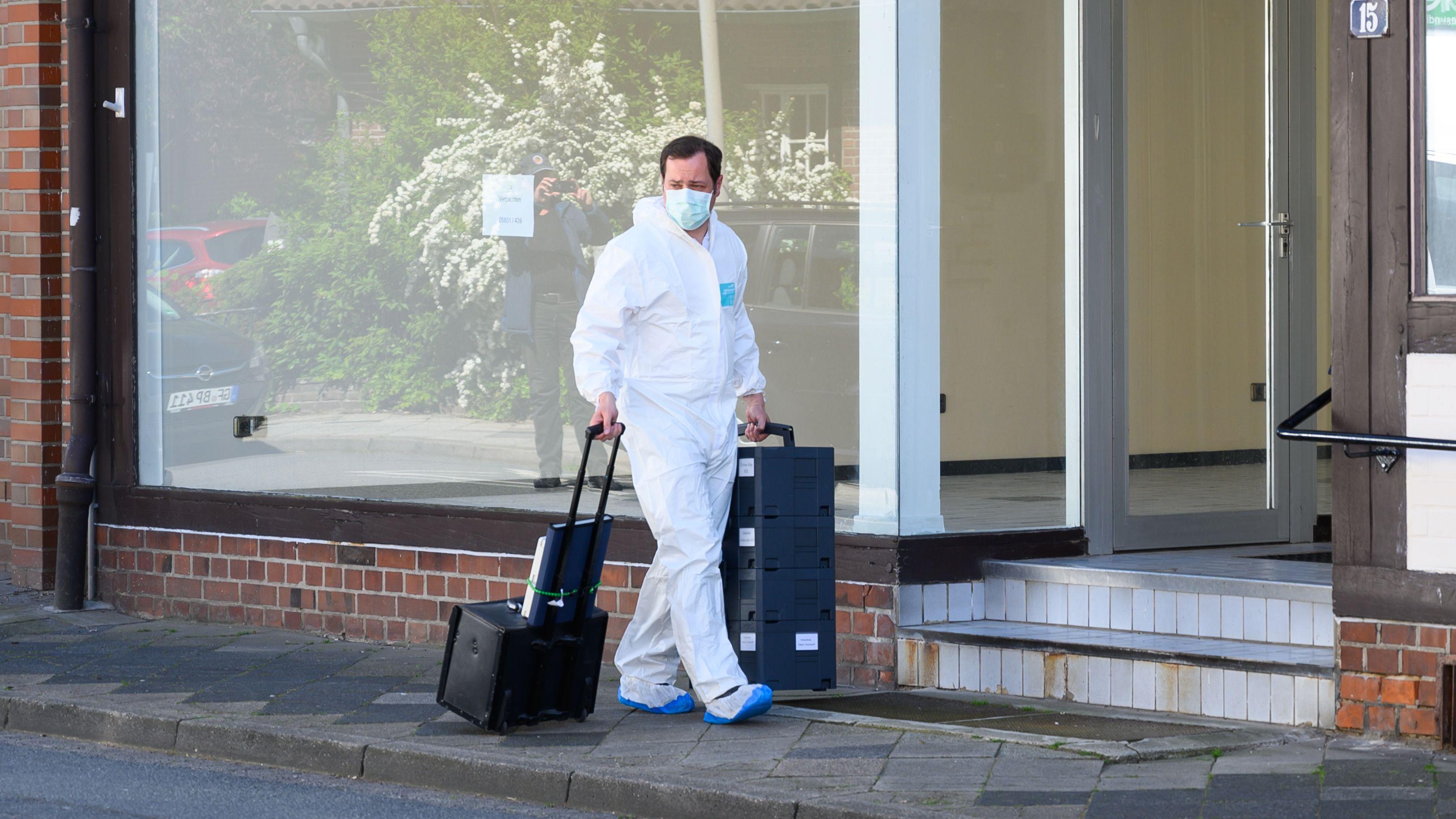 Ein Tatort-Ermittler rückt mit Koffern an