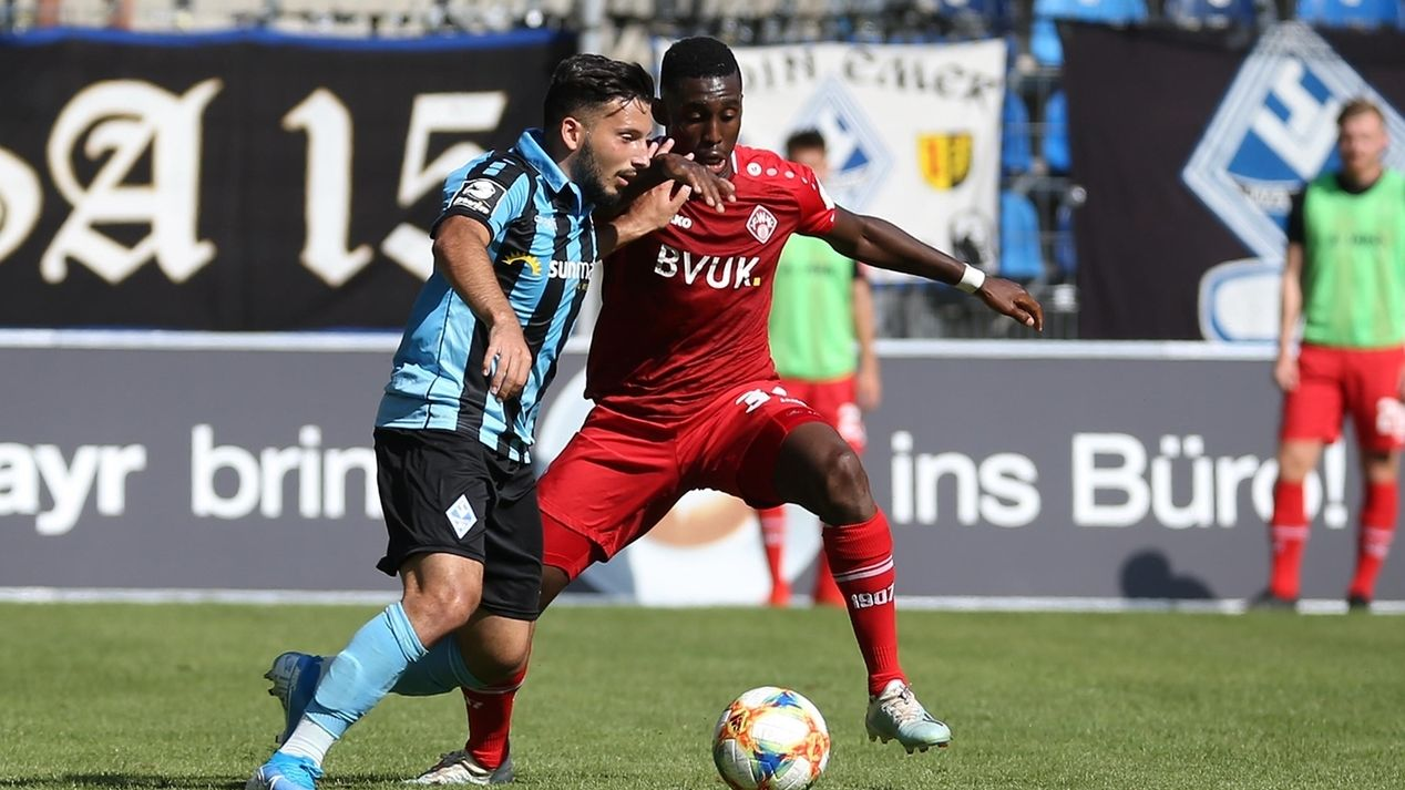 Spielszene SV Waldhof - Würzburger Kickers