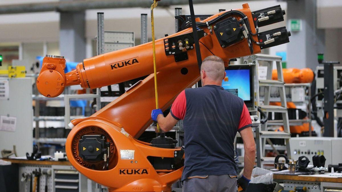 Der Augsburger Roboterhersteller Kuka baut 270 Arbeitsplätze ab.
