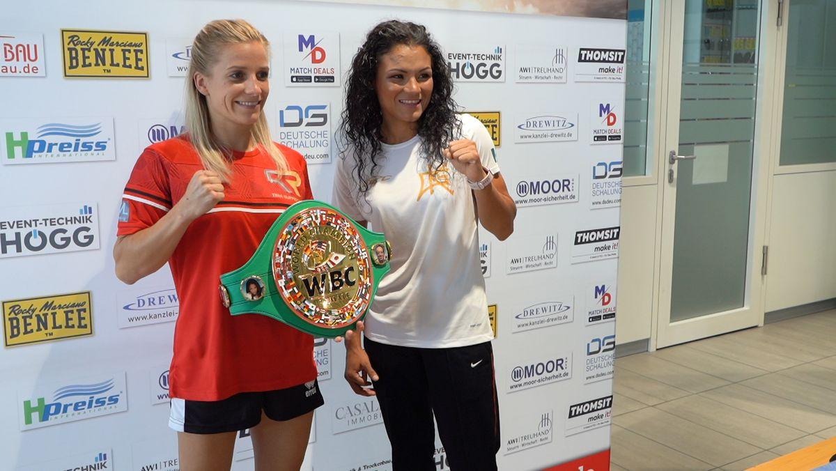 Profi-Boxerin Tina Rupprecht (l.) will ihren Weltmeistertitel gegen die Mexikanerin Katia Gutiérrez verteidigen.
