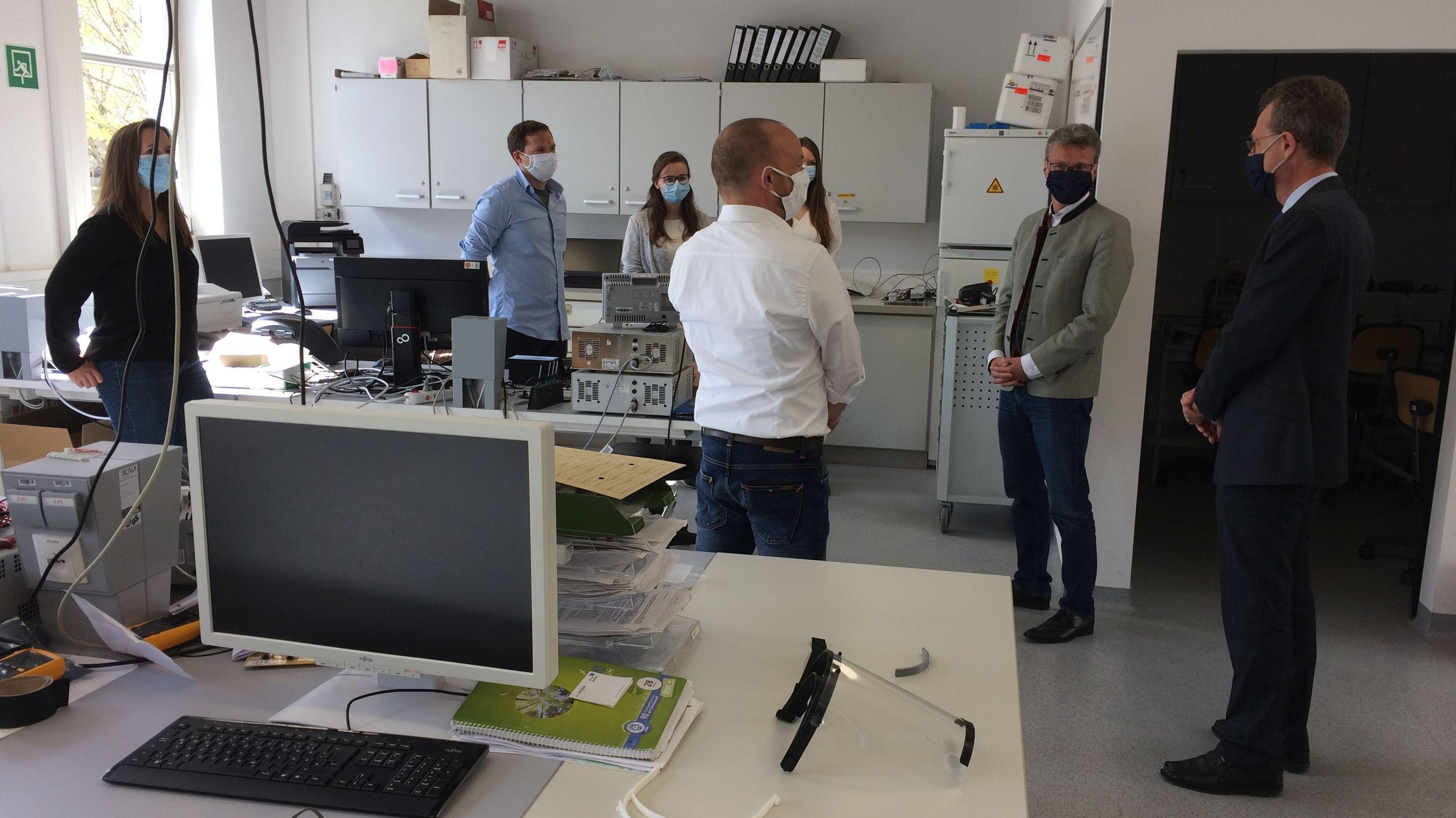Wissenschaftsminister Bernd Sibler (CSU) war an der HAW Landshut zu Gast