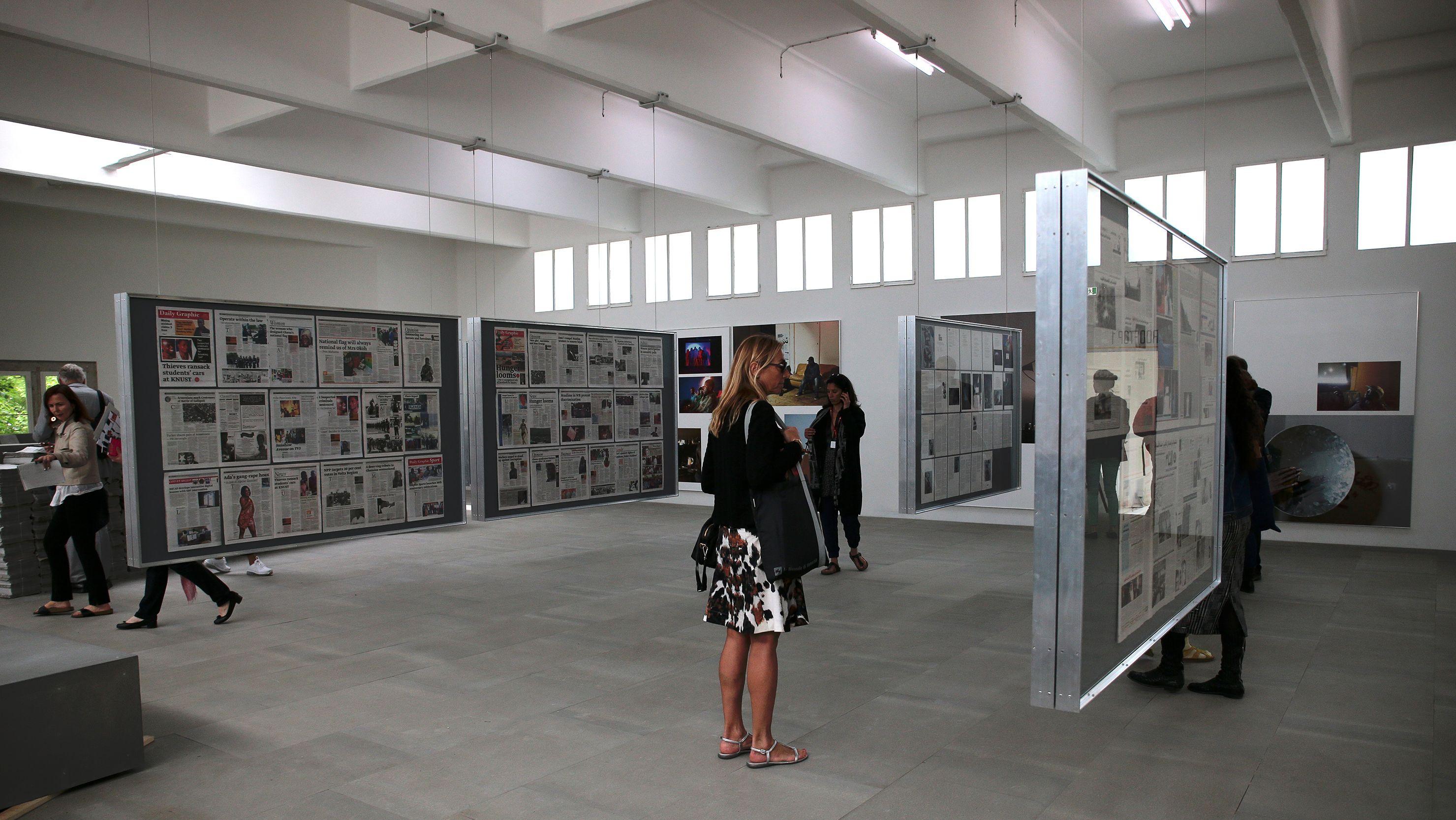 """Der deutsche Pavillon 2015: Der Kurator und Fotohistoriker Florian Ebner macht aus dem Pavillon eine """"Fabrik"""", die aktiv Bilder produziert."""