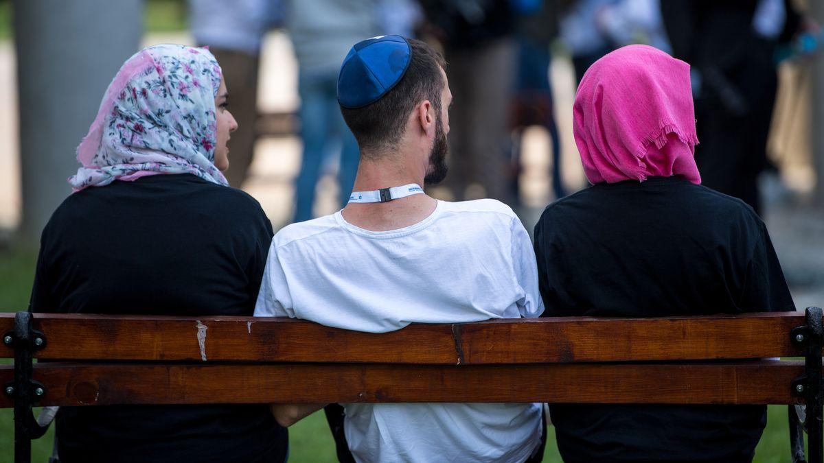 Junge Juden und Muslime begegnen sich auf Augenhöhe.