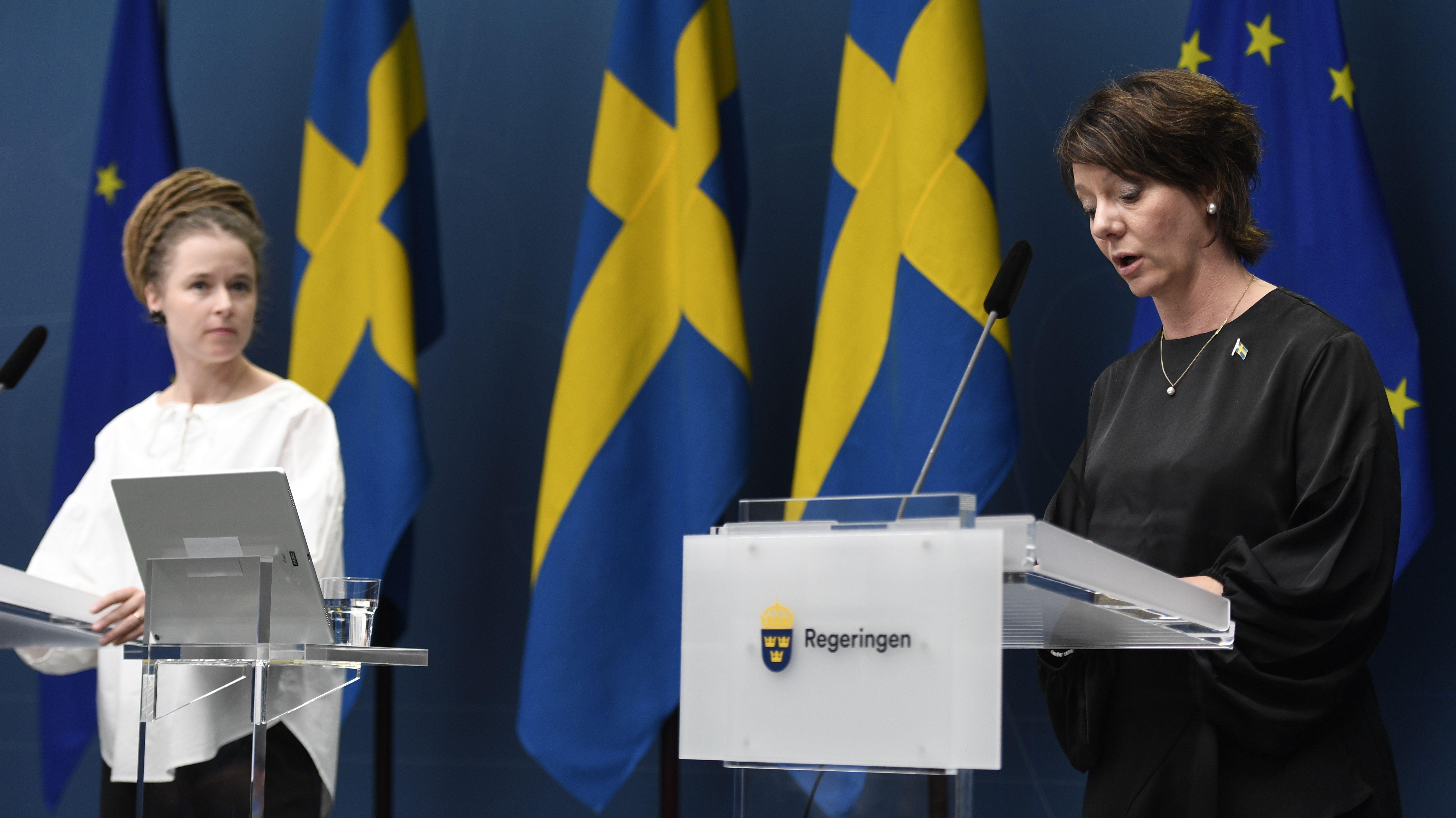Pressekonferenz der schwedischen Kultur- (r. im Bild) und Demokratieminsiterin (li.  im Bild)