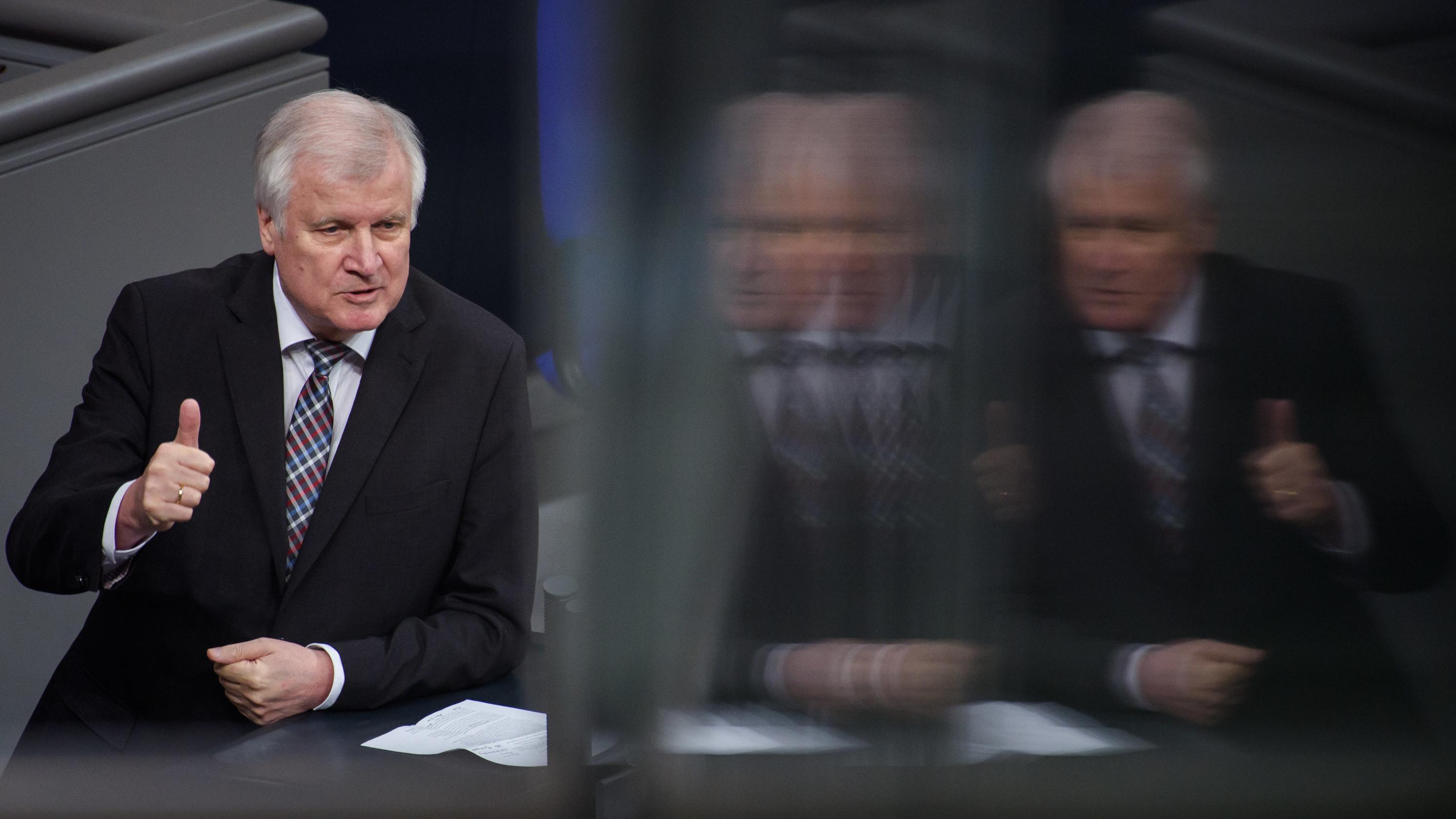 Bundesinnenminister Horst Seehofer (CSU) bei der Haushaltsdebatte im Bundestag