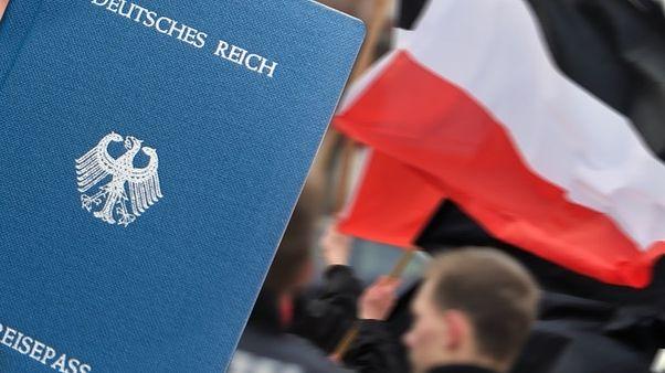 Reichsbürger bestreiten, dass es die Bundesrepublik Deutschland gibt - und basteln sich eigene Pässe.