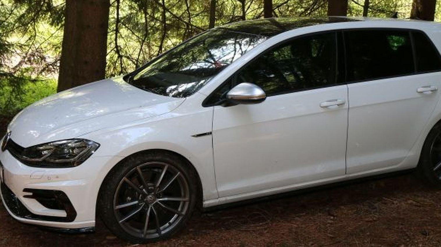 """Geldautomaten-Sprengung: Die Polizei sucht Zeugen, die diesen VW Golf mit dem Kennzeichen """"EU-CC 9000"""" vor dem 1. August gesehen haben."""