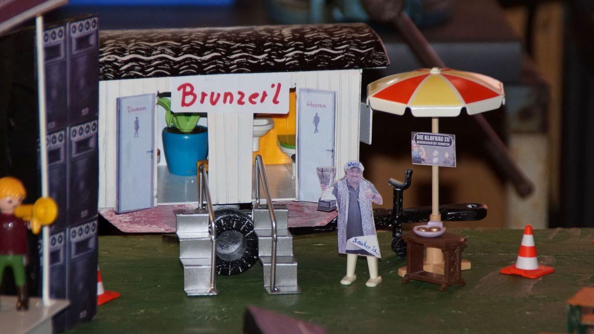 Der Toilettenwagen am Open-Air in Miniatur