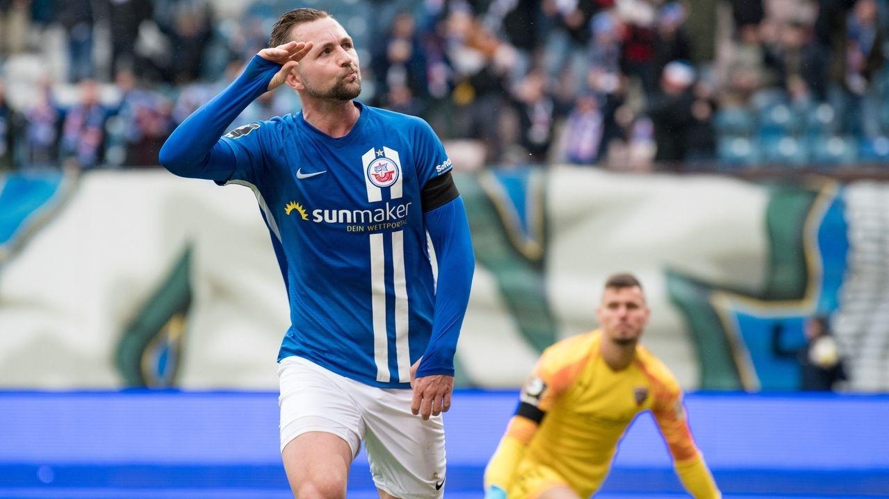 Torjubel bei Hansa Rostock, Ingolstadts Keeper ist bezwungen