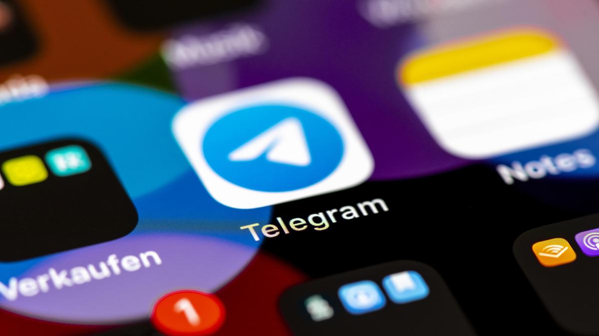 Nicht nur Verschwörungstheorien sondern auch Drogen finden bei Telegram Absatz.