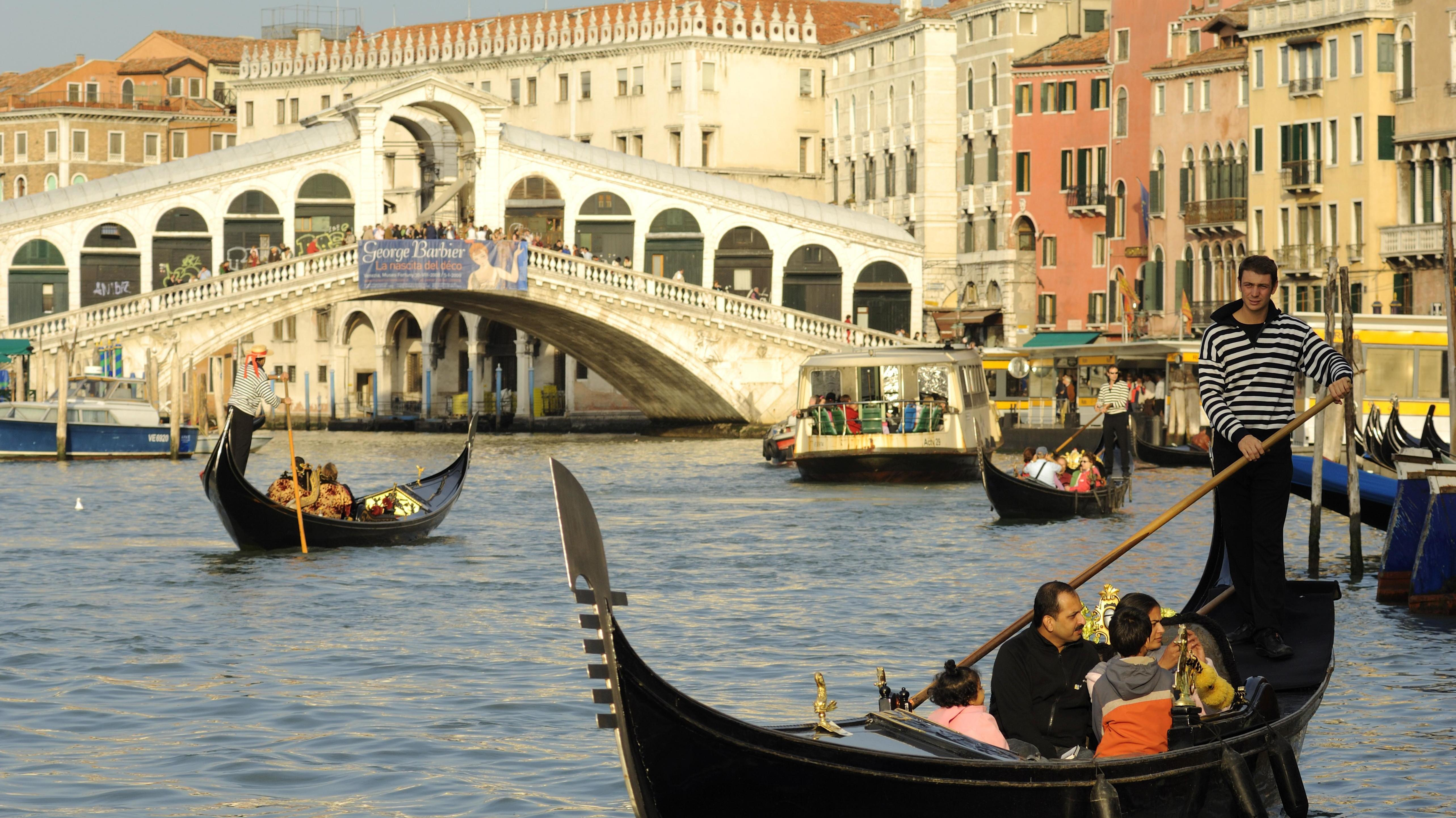 Gondoliere auf dem Canal Grande, Venedig, Italien, Europa