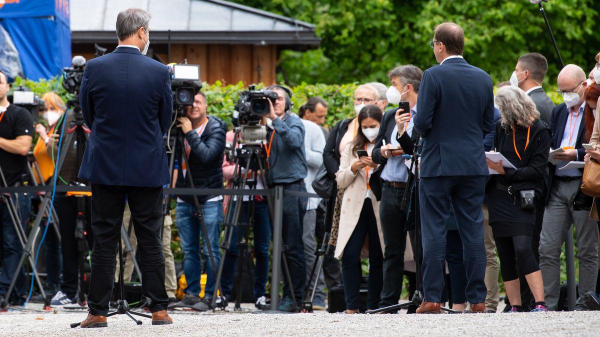 Neue Botschaften: CSU-Chef Söder (l.) und CSU-Landesgruppenchef Dobrindt (r.) zum Auftakt der Seeon-Klausur am 14.07.21 vor Medienvertretern.