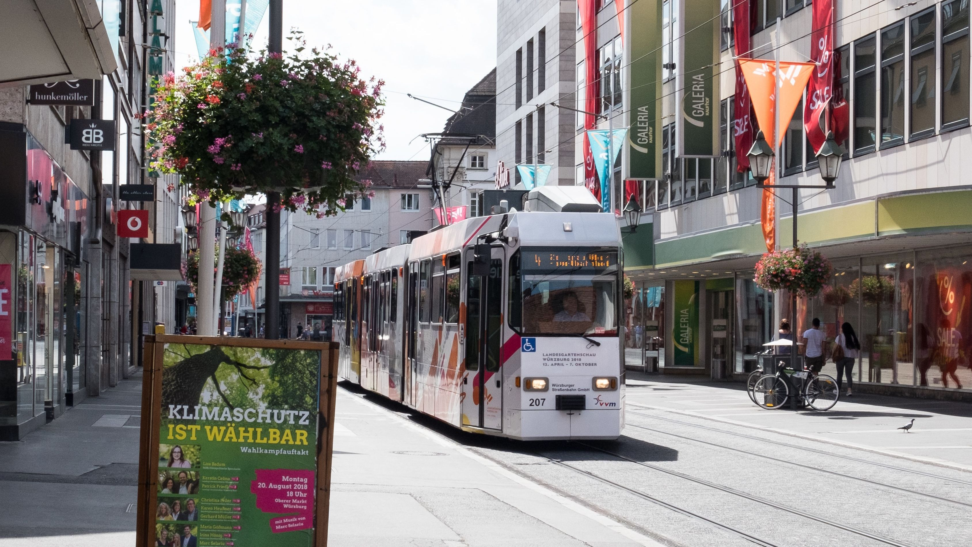 Straßenbahn in der Würzburger Innenstadt