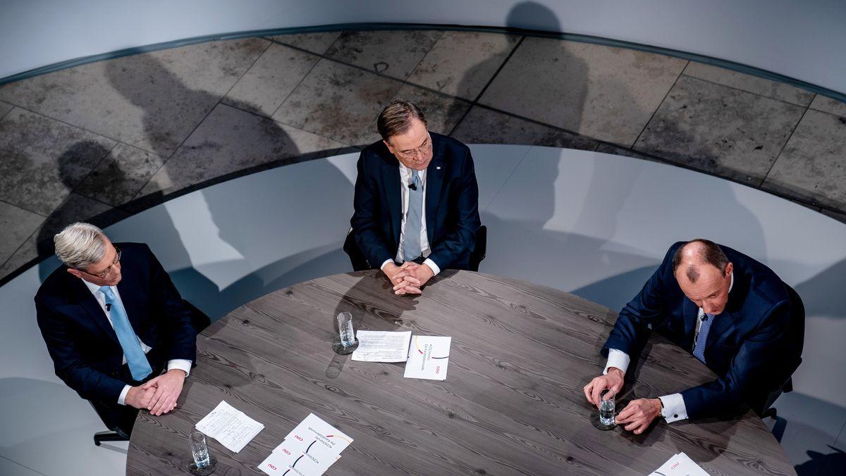 Die drei Kandidaten für den CDU-Parteivorsitz Norbert Röttgen, Armin Laschet und Friedrich Merz sitzen bei einer Diskussionsrunde im Konrad-Adenauer-Haus.