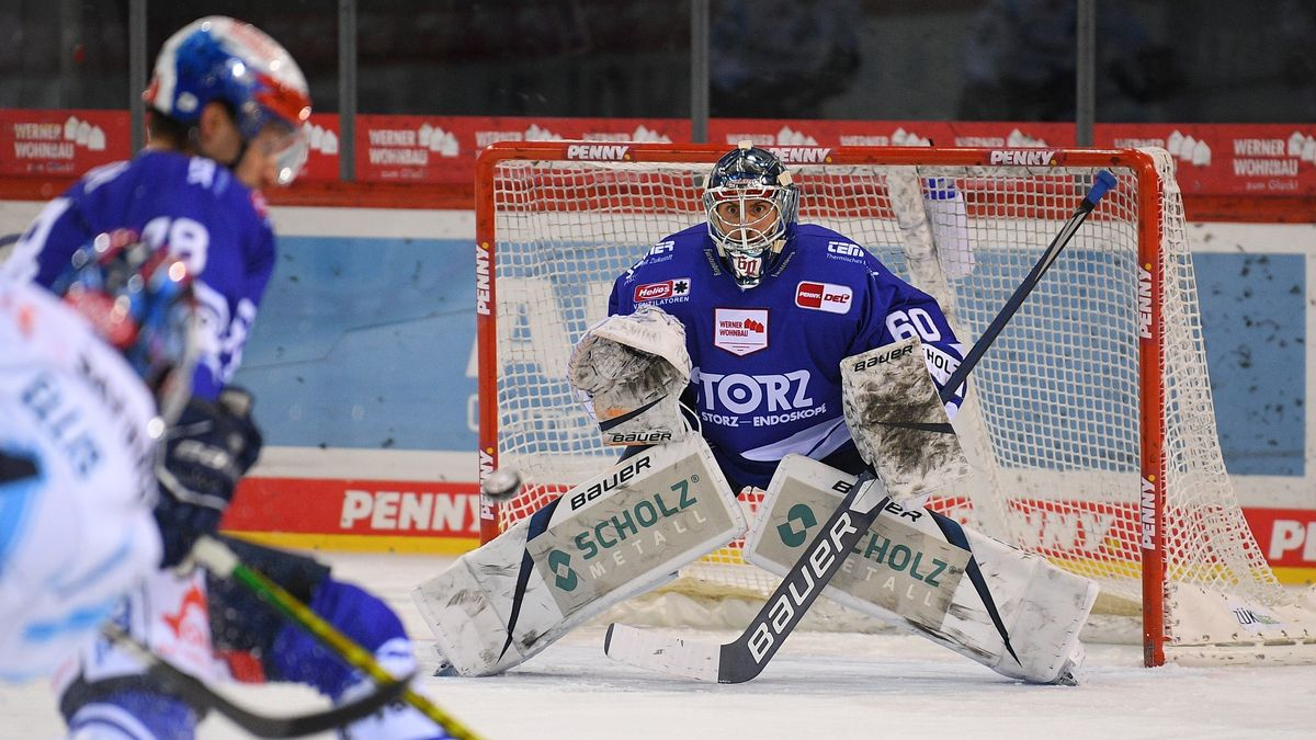 Spielszene Schwenninger Wild Wings gegen den ERC Ingolstadt