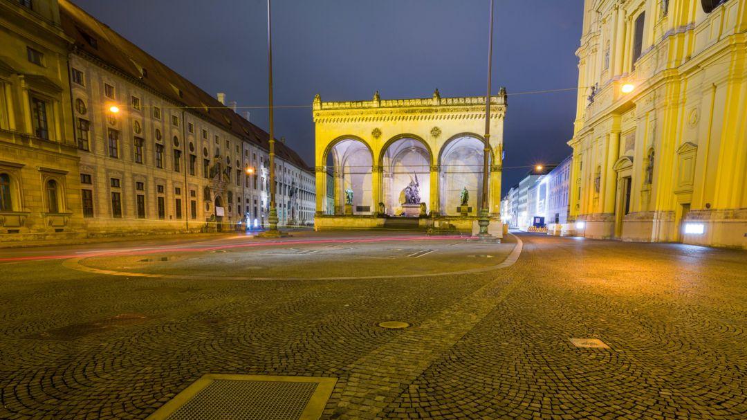 Leerer Odeonsplatz in München