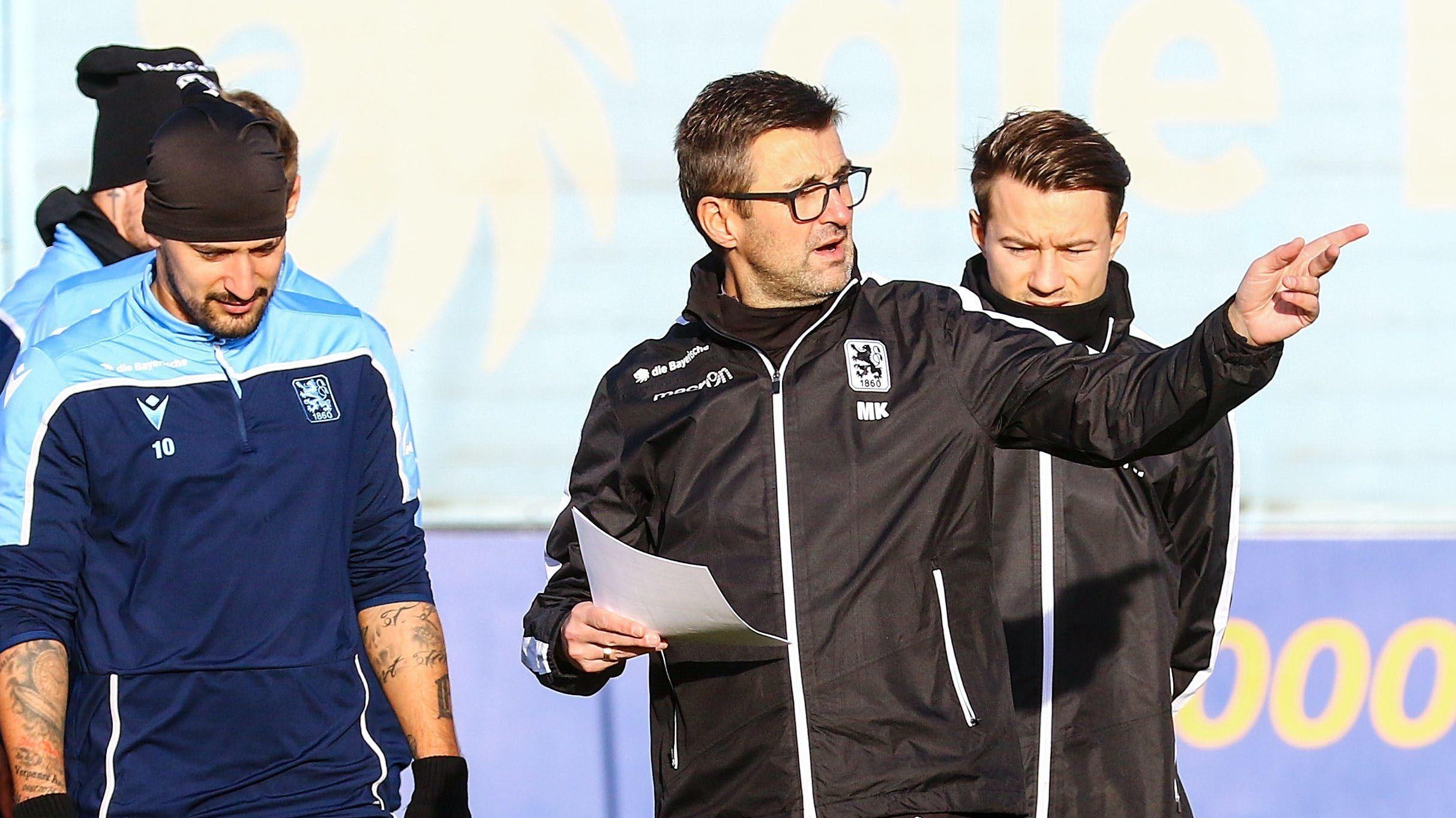 Da geht's lang: Trainer Michael Köllner gibt seinen TSV-1860-Spielern die Richtung vor.