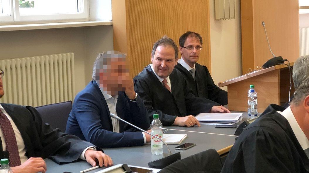 Die Anwälte des Mitangeklagten Franz W. haben in allen Punkten Freispruch gefordert.