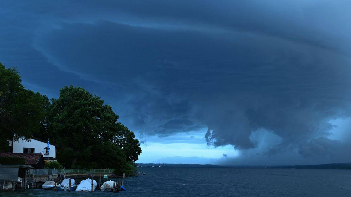 Gewitterwolken über dem Starnberger See