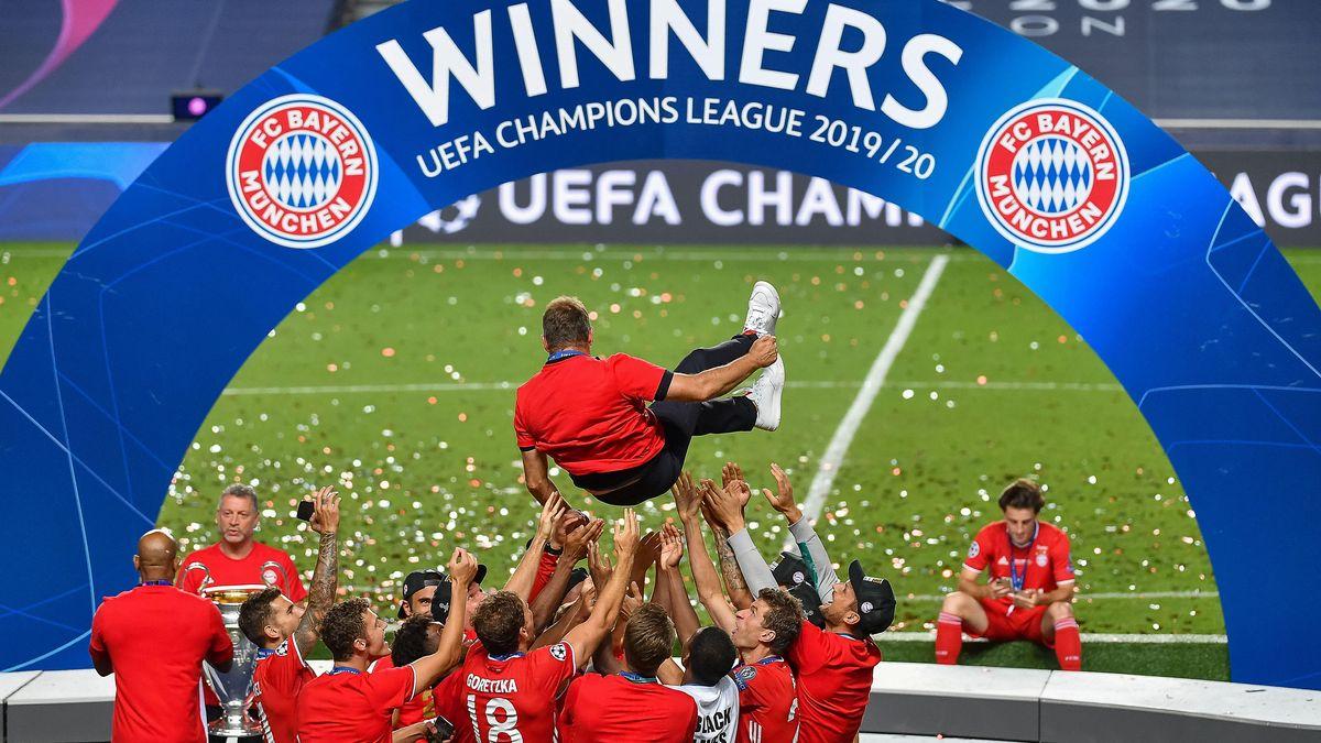 Der FC Bayern ist am Ziel seiner Träume und feiert - auch und vor allem Hansi Flick, der am 3. November 2019 das Traineramt übernahm.