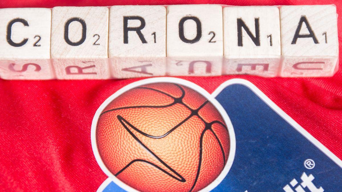 Basketball mit Schriftzug Corona