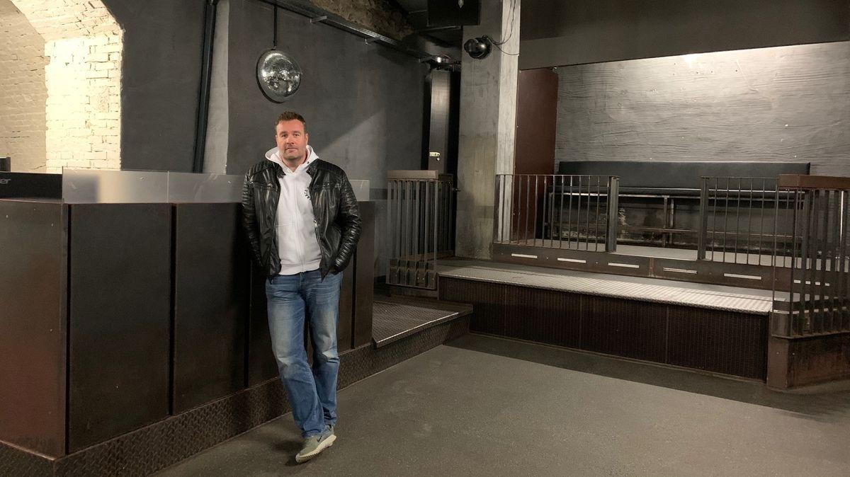 """Clubbesitzer Andreas Schaffner im geschlossenen """"Beats Club"""" in Regensburg."""