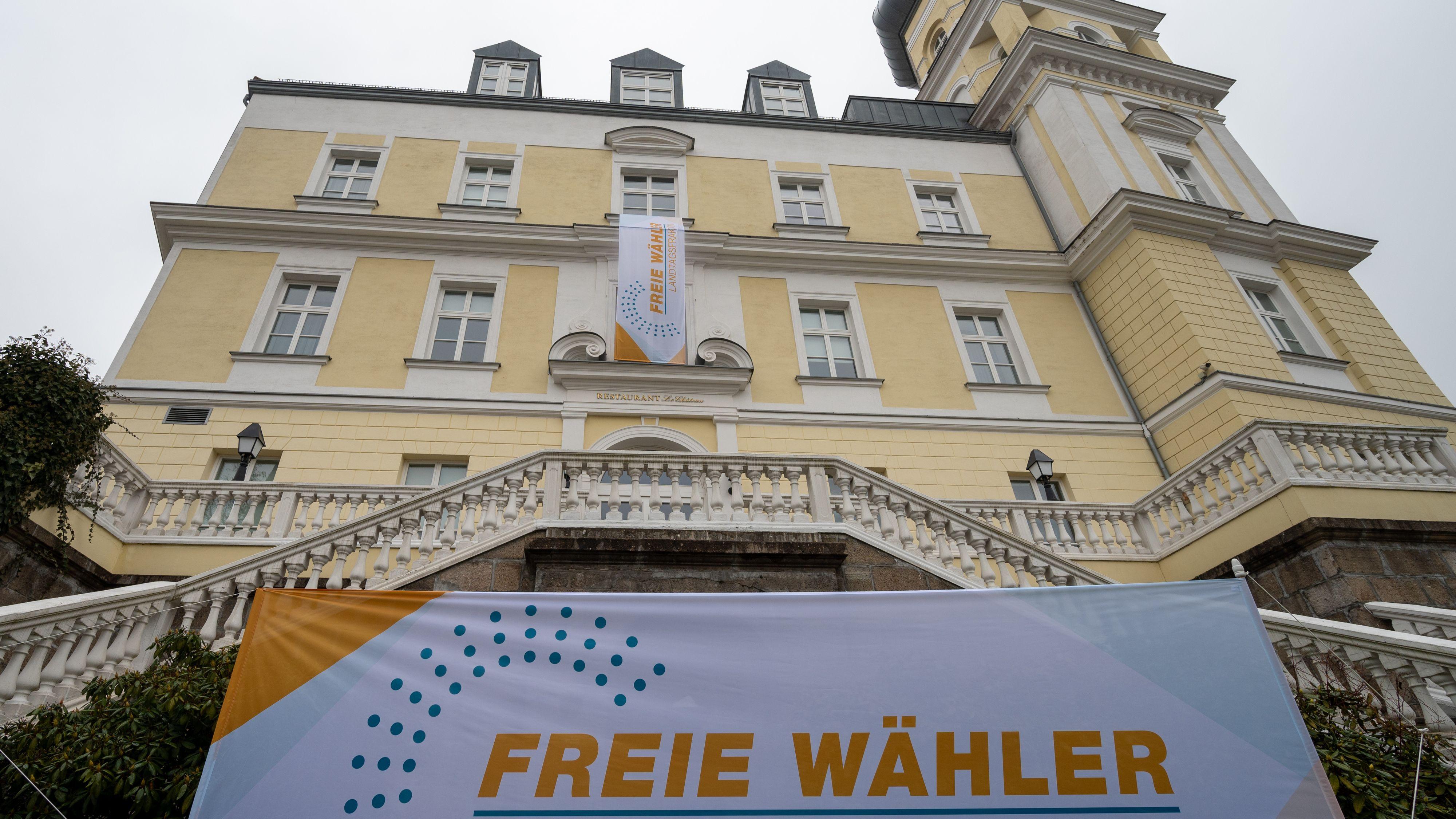 Das Hotel Schloss Schwarzenfeld in der Oberpfalz - hier halten die Freien Wähler aktuell ihre Winterklausur ab