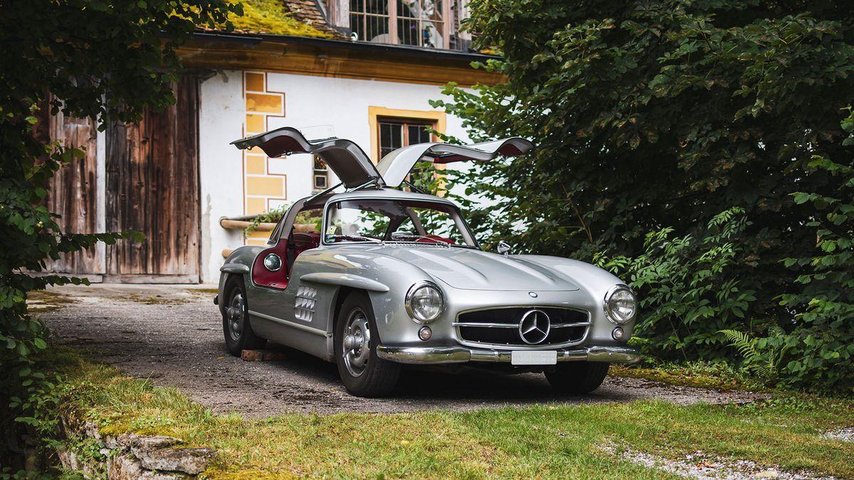 Mercedes-Benz 300 SL im Innenhof des früheren Wirtschaftstrakts von Kloster Polling.