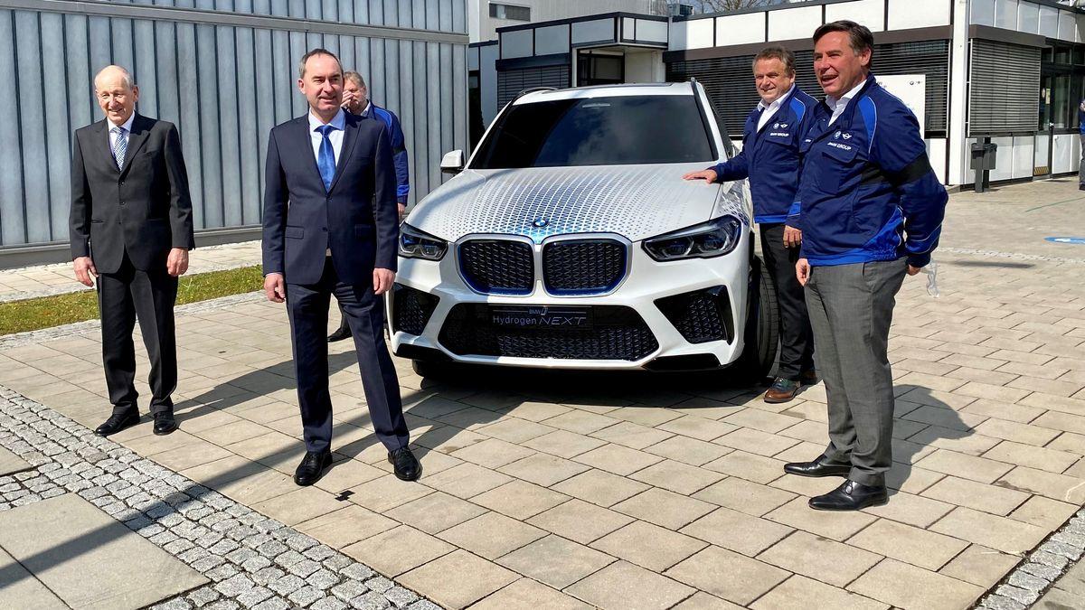 Wirtschaftsminister Hubert Aiwanger bei BMW Landshut