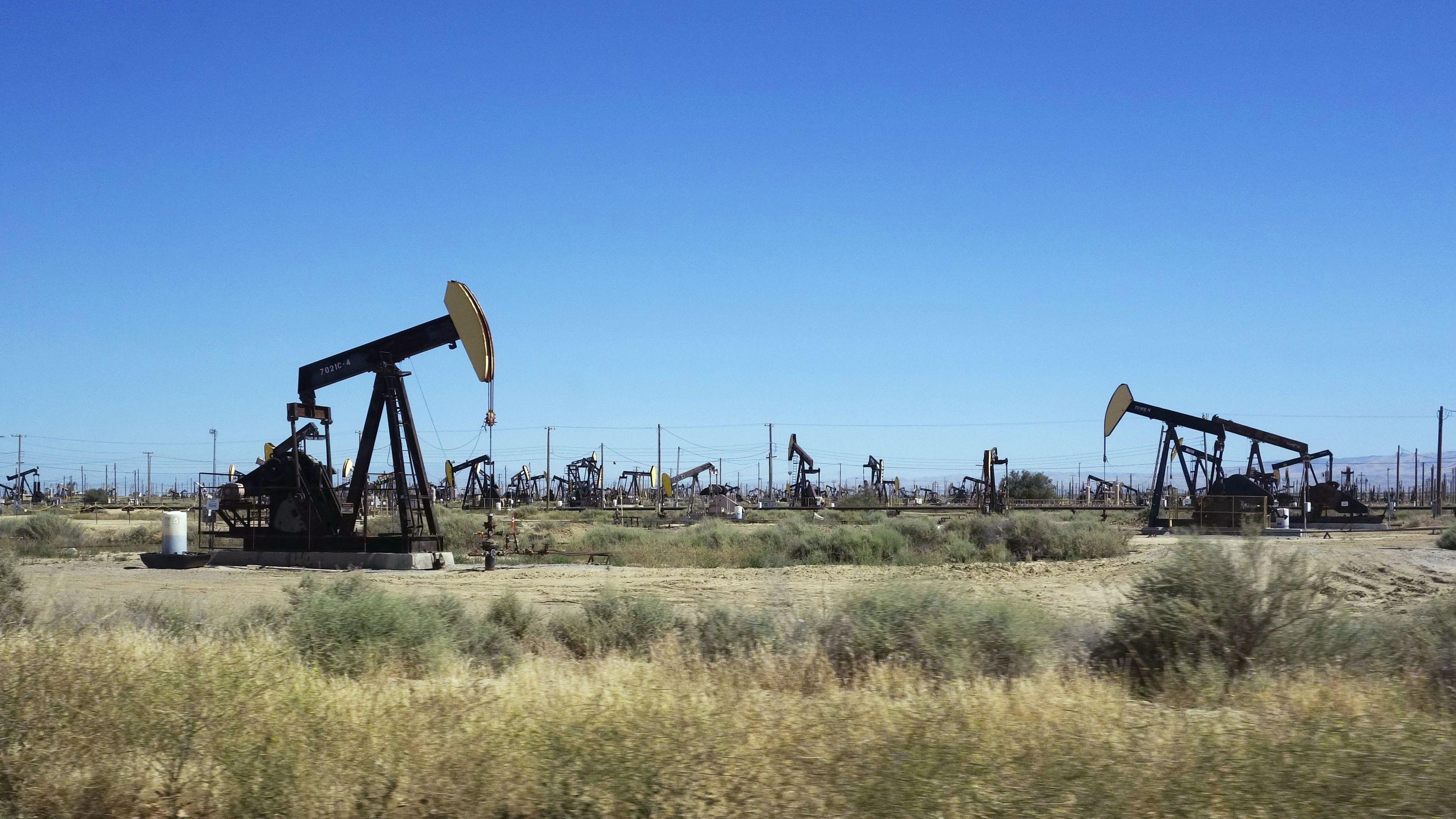 Eine Ölförderanlage in Kalifornien