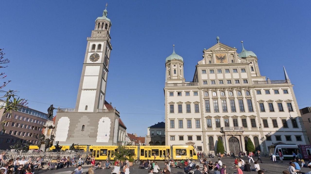 Rathaus Augsburg mit Perlachturm - Symbolbild