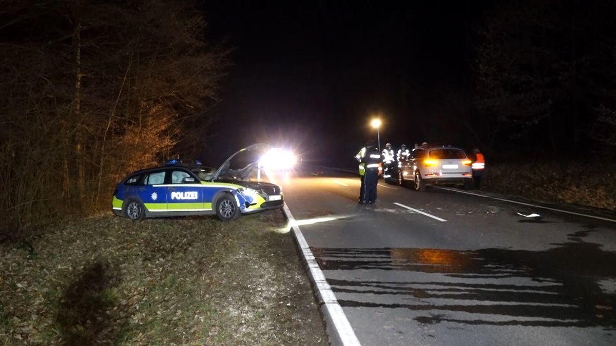 Unfall mit Fahrerflucht: Polizei von Fahrbahn geschleudert