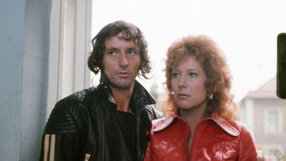 """Veronika Fitz und Günther Maria Halmer im """"Tatort / Tote brauchen keine Wohnung"""" von 1973"""