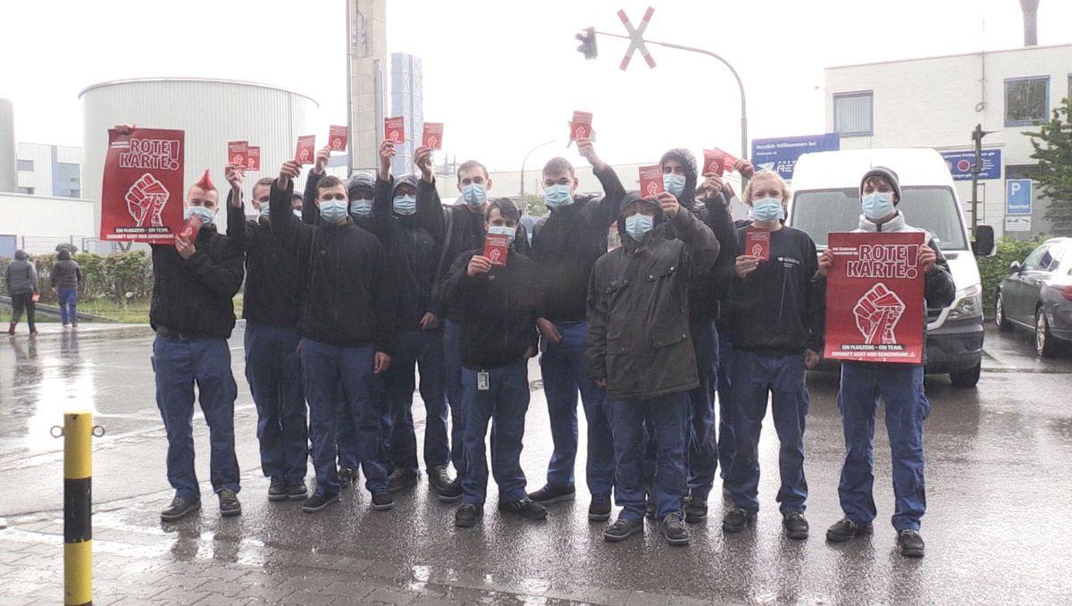 Mitarbeiter von Premium Aerotec protestieren in Augsburg